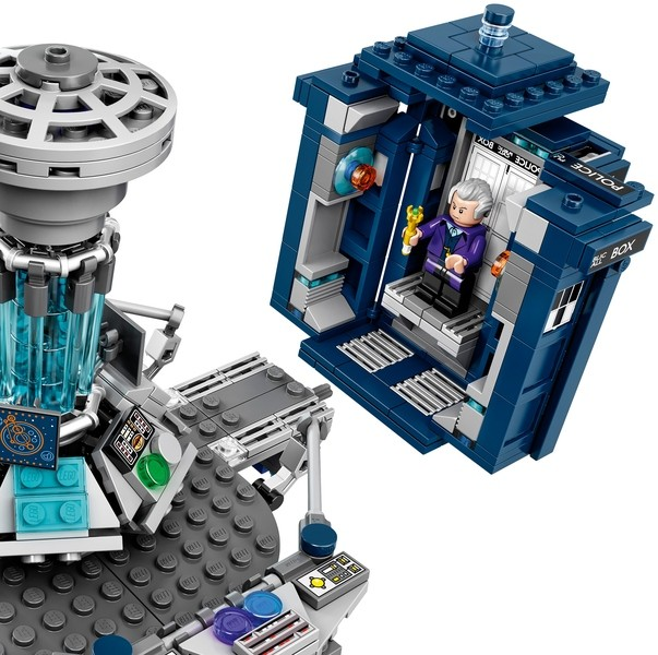 Doctor Who LEGO TARDIS